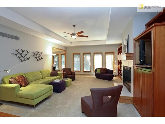 Gorgeous light, fireplace and built-ins in Living Room. (photo 2)