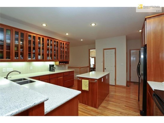 Your going to love this kitchen, 25x14 with plenty of storage. (photo 4)