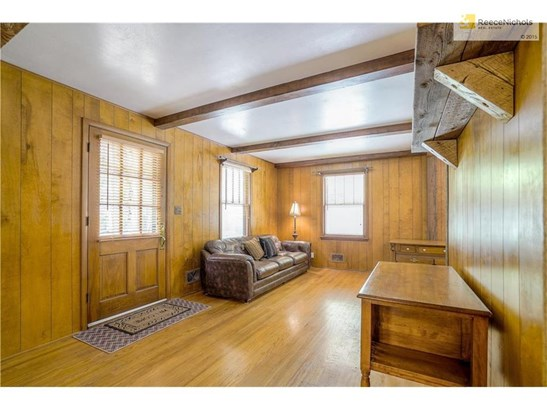 Craftsmanship is visible in every foot of this home, beautiful oak paneling. (photo 5)