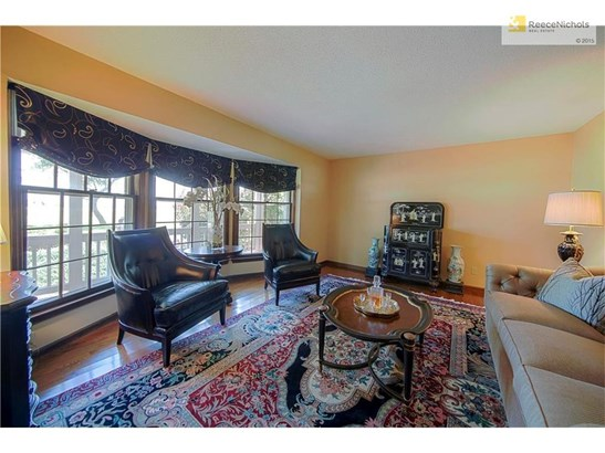 ENTER INTO YOUR CHARMING FRONT SITTING ROOM WITH HARDWOOD FLOORS (photo 3)