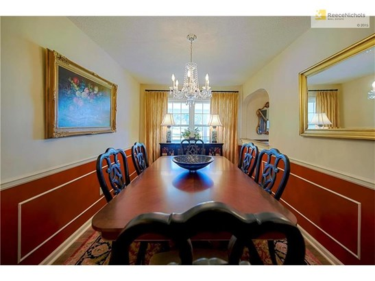 BEAUTIFUL FORMAL DINING ROOM (photo 5)