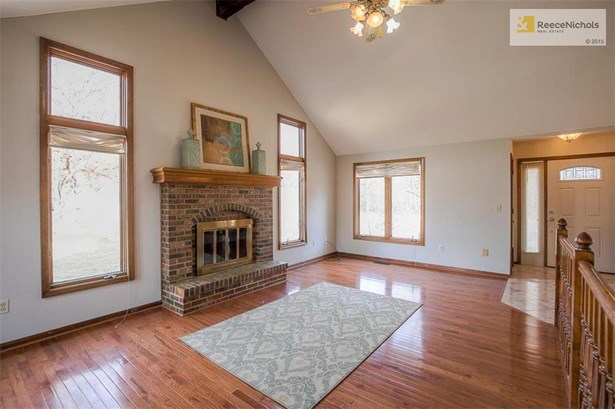 Inviting fireplace w/hearth and hardwood floors! (photo 3)