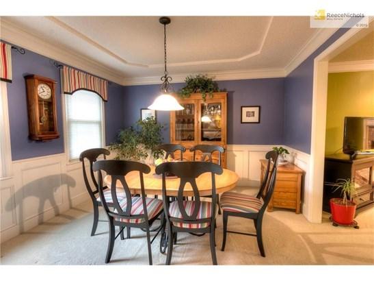 Elegant dining area (photo 3)