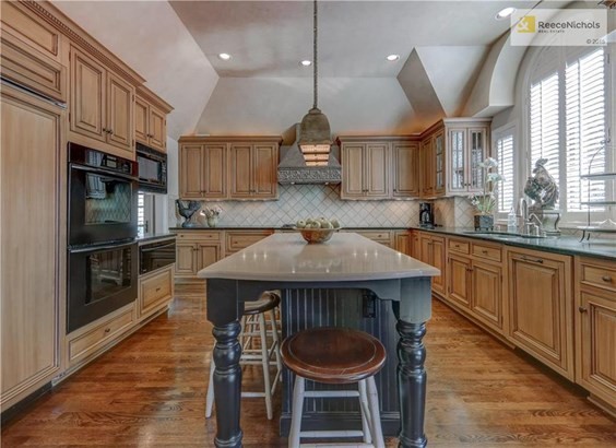 Custom cabinetry, SubZero built in fridge, refrigerated drawers in island and granite counters. (photo 4)