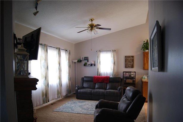 13525 Post Drive, Bonner Springs, KS - USA (photo 2)