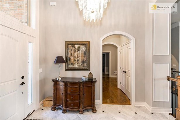 Soaring Ceiling, Marble Floor, Arched Doorways, (photo 2)