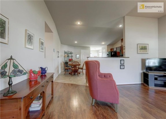 Come on in and welcome to this spacious and open floor plan.  Updated flooring in the living room in wonderful condition.  Double windows, vaulted ceiling, ceiling fan and breakfast bar separating the kitchen and living room.  Just perfect for entertainin (photo 4)