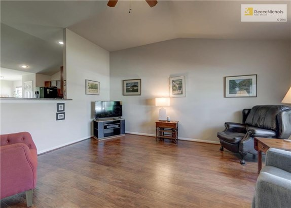 Clean and wonderfully maintained by one owner that custom built this lovely home. (photo 5)