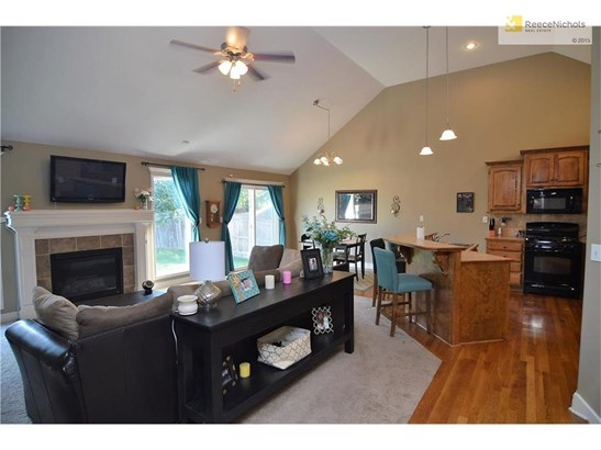 1305 Nw Basswood Court, Grain Valley, MO - USA (photo 3)