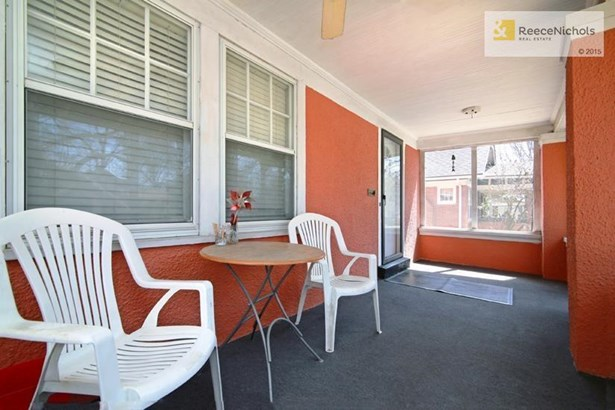 Large front screened porch lets you enjoy your lovely front yard...without the bugs! (photo 2)