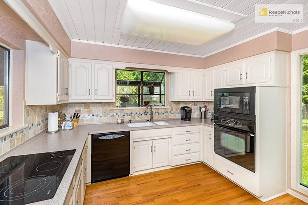 Kitchen Filled with Natural Light. (photo 3)