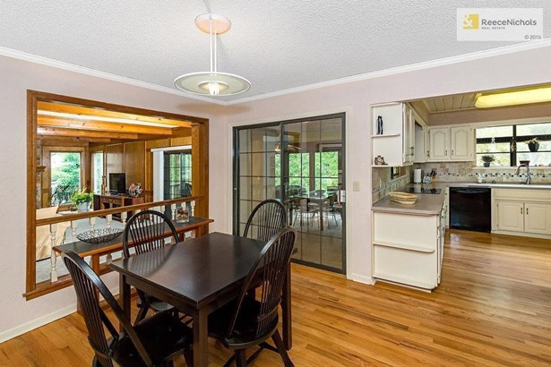 Kitchen Eating Area (photo 4)