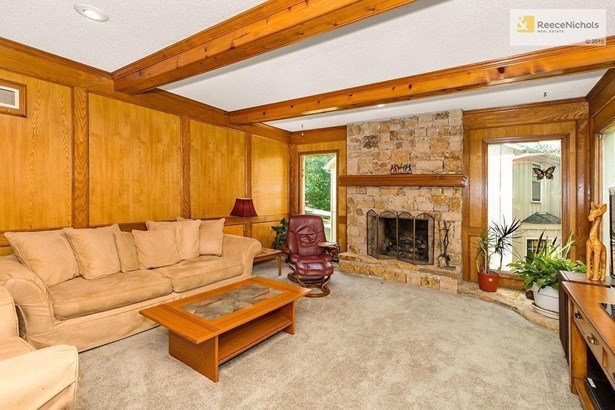 Stone Fireplace in Spacious Great Room. (photo 5)