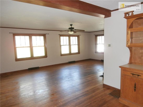 Large living room and all hardwood floors! (photo 5)