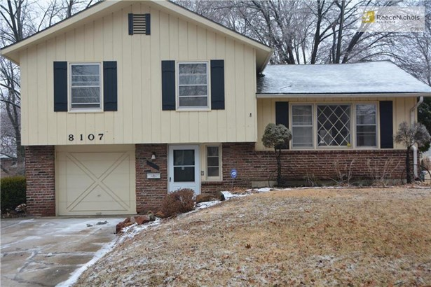 Cute side split with updates throughout. Newer roof (photo 1)