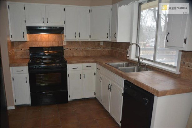 Updated Kitchen with deck close for grilling (photo 2)