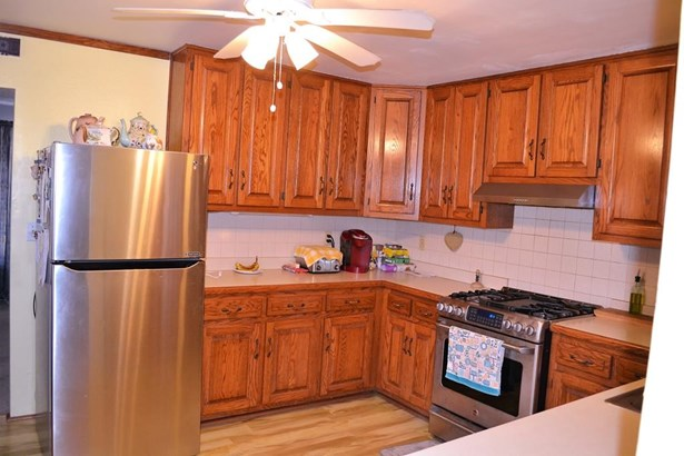 Side view of kitchen (photo 4)