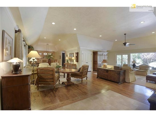 The highly desired open floor plan has beautiful views of the pool. (photo 2)