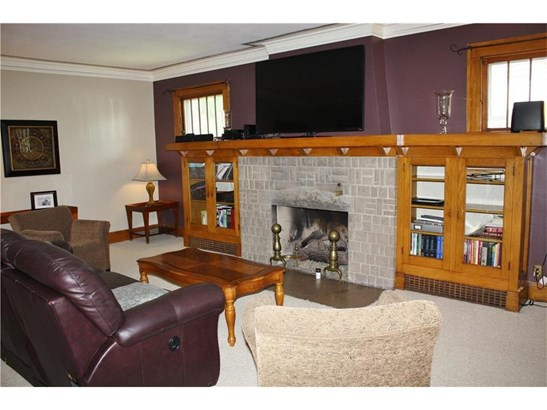 Fireplace with built in bookshelves (photo 3)