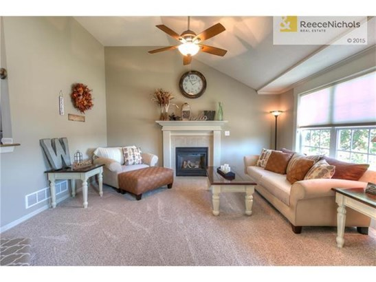 Spacious great room with fireplace and vaulted ceiling (photo 2)