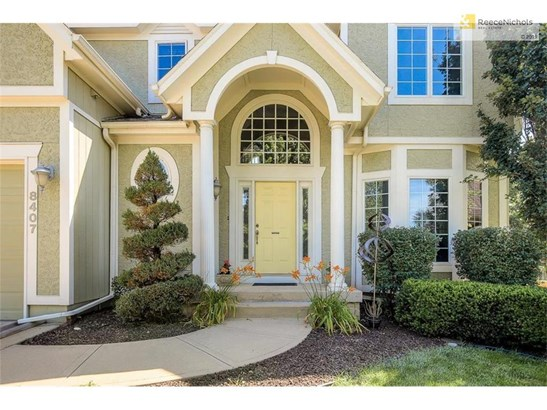 8407 Laurelwood Street, Lenexa, KS - USA (photo 2)