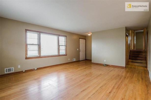 Open Living room with hardwoods! (photo 2)