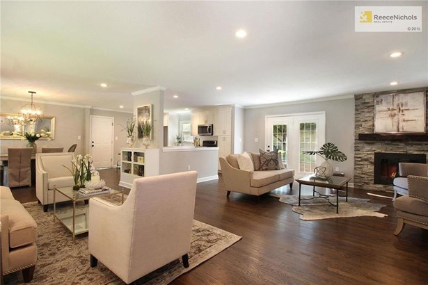 Beautiful open concept living space (photo 2)