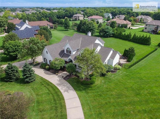 Welcome Home. 1.5 Story, 1.36 Acre Lot, 4 Car Garage! (photo 1)
