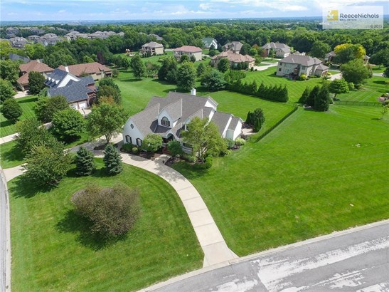Bring Your Picky Buyers & Car Collectors to this Beautiful Home on an Amazing 1.36 Acre Lot. (photo 3)