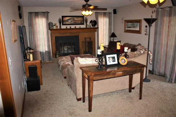 Family room (photo 3)