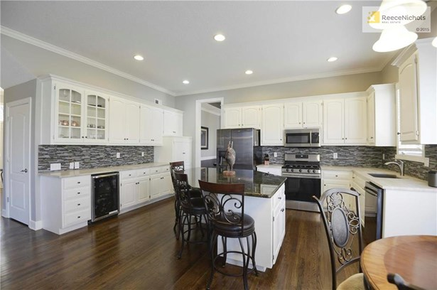 Fabulous kitchen featuring over sized island, gas cook top & wine frig (photo 5)