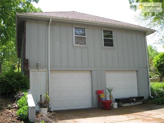 Side entrance garages (photo 2)