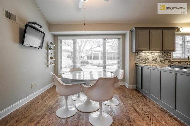 EAT IN KITCHEN WITH TONS OF NATURAL LIGHT (photo 3)
