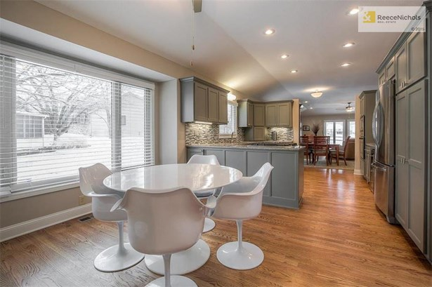 LARGE KITCHEN THAT OPENS TO DINING AND LIVING ROOM (photo 4)