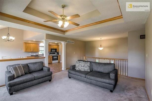 1005 N 2nd St East , Louisburg, KS - USA (photo 5)