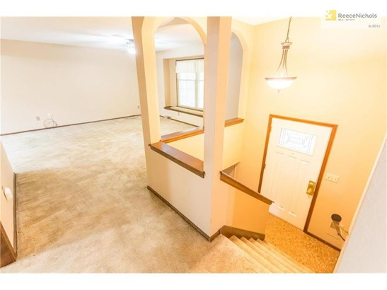 Upper level living area. (photo 4)