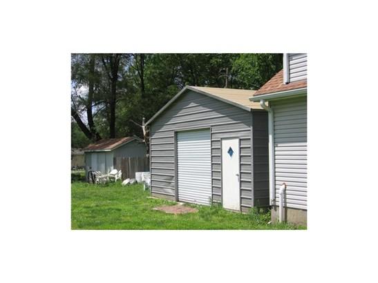 Behind 2 car garage is this workshop (photo 5)