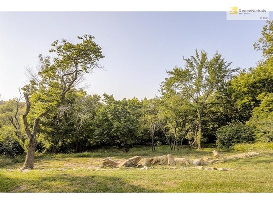 Your quiet back yard of 1.84 acres and zoned agricultural! (photo 5)