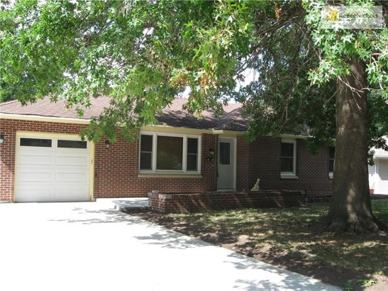 Ranch with walk out basement. 3 bedrooms 2 1/2 bath. Move in ready (photo 1)