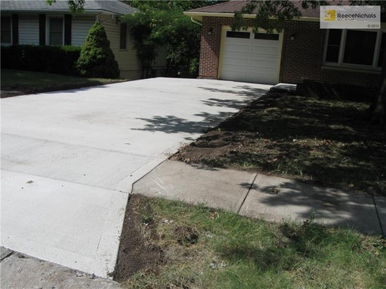 New driveway just finished (photo 2)