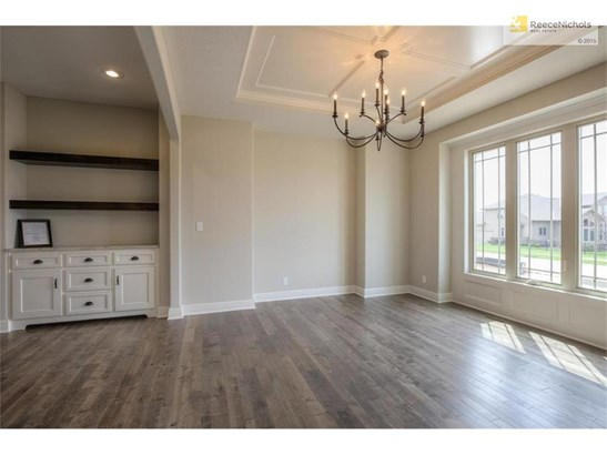 Formal Dining Room with Butler's Pantry (photo 3)
