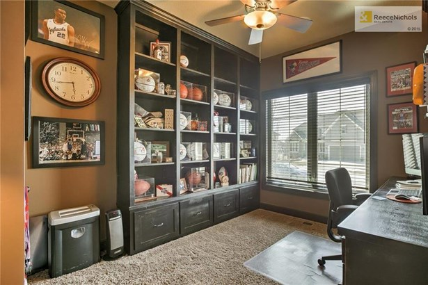 Private Office with Built-Ins (photo 3)