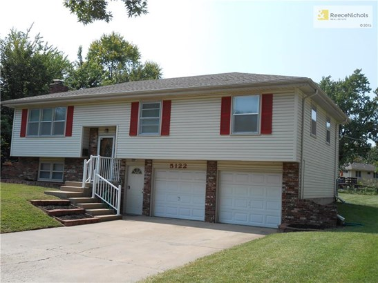 SPARKLING INSIDE AND OUT!  FLAT DRIVEWAY.  PREMIUM RAIL BY STAIRS.  TOP OF THE LINE TIMBERLINE ROOF.  MAINTENANCE FREE VINYL SIDING.  ALL WINDOWS REPLACED-VINYL, THERMAL. FLAT YARD FOR EASY MOWING. (photo 1)