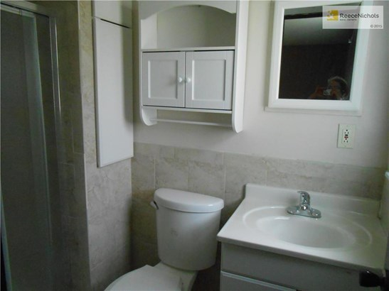 MASTER BATH COMPLETELY REMODELED- GORGEOUS CUSTOM WALL TILE AND FLOOR TILE. (photo 4)
