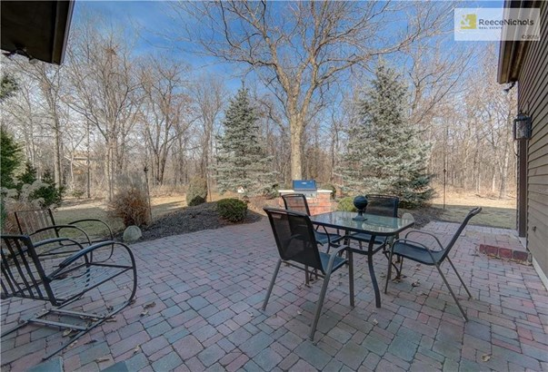 Great outdoor entertaining space with built in grill and beautifully landscaped ground... a peaceful retreat. (photo 4)