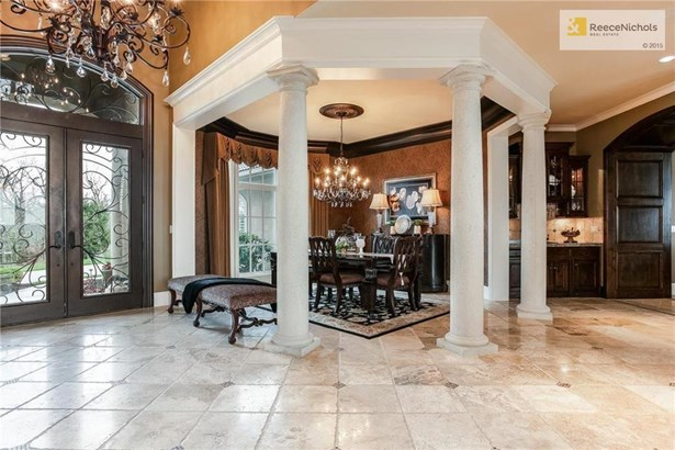 Stunning formal  dining room setting with travertine floors, custom faux finished walls and spectacular lighting. (photo 4)