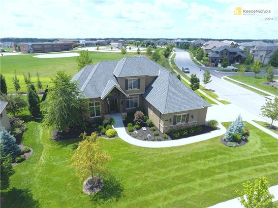 Amazing Custom built 1.5 story, 5 Bdrm home in the Manor at Mills Farm. Oversized almost 1/2 acre lot , side entry corner lot backing to green space. None  of the windows in this home look into any neighbors house. Loads of privacy. (photo 1)