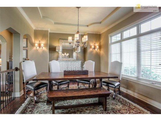 Beautifully appointed dining room with arched doorways and bump out for your buffet. Don't miss the detail in the ceiling. (photo 5)