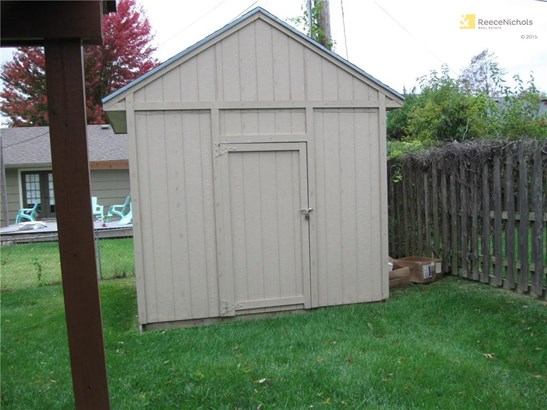 Nice storage building in back fenced yard (photo 3)