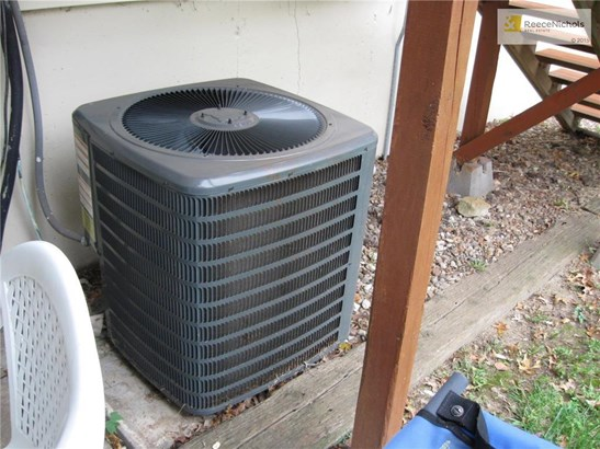 Central Air conditioner approx. 3 year old. Used very litle (photo 4)